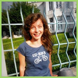 cubism-t-shirt-prague-woman